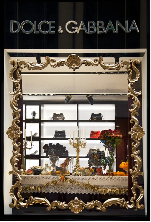 Dolce & Gabbana Xmas window Milan women Dec2012 thestylistme dot com