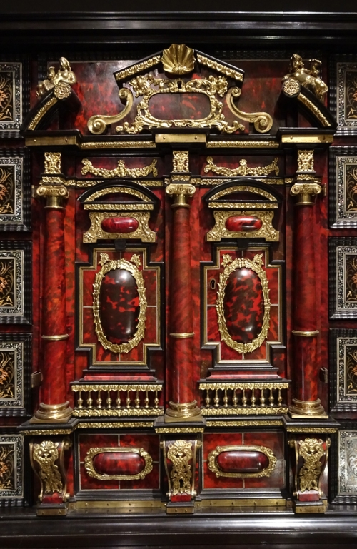 7 Cabinet on stand Antwerp 1650to60 detail sm