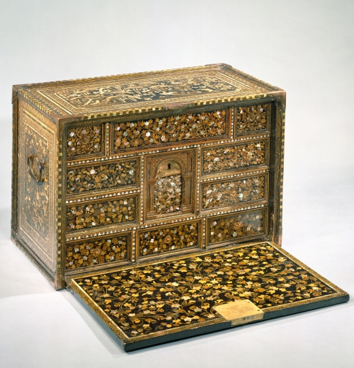5-nanban-style-cabinet-c1590-met-mus-ny-sm