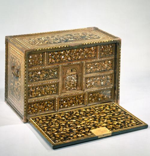 5-nanban-style-cabinet-c1590-met-mus-ny-sm