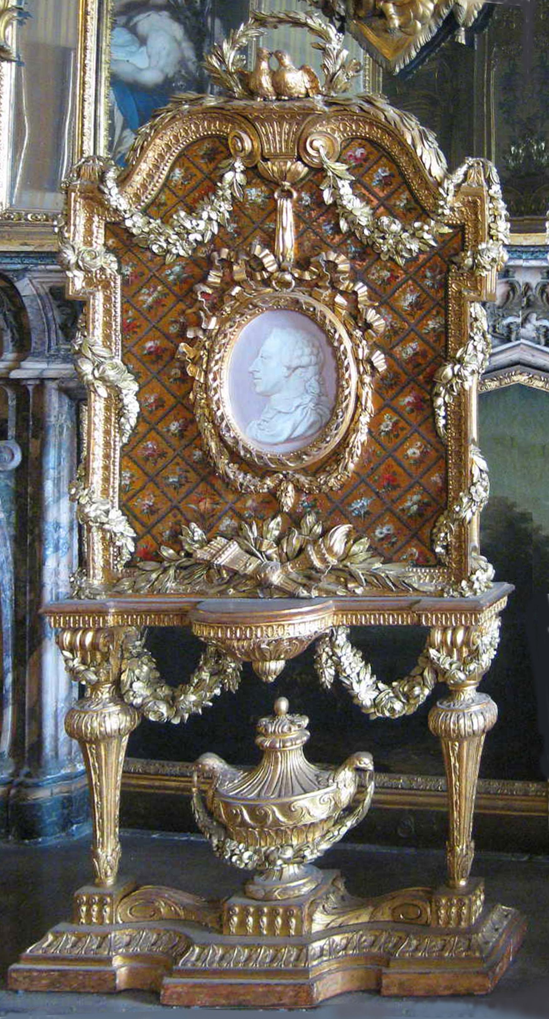 1 Bonzanigo designed firescreen Carved by Vittorio Amedeo Rapous Painted by Michele Antonio Rapous c1775 Sala della Colazione Palazzo Reale Turin